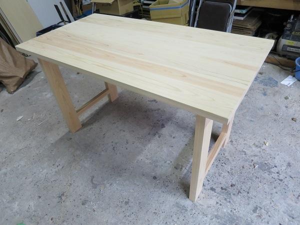 無垢桧のダイニングテーブル