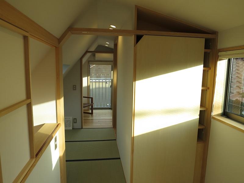 天井高さ2.1mの寝室