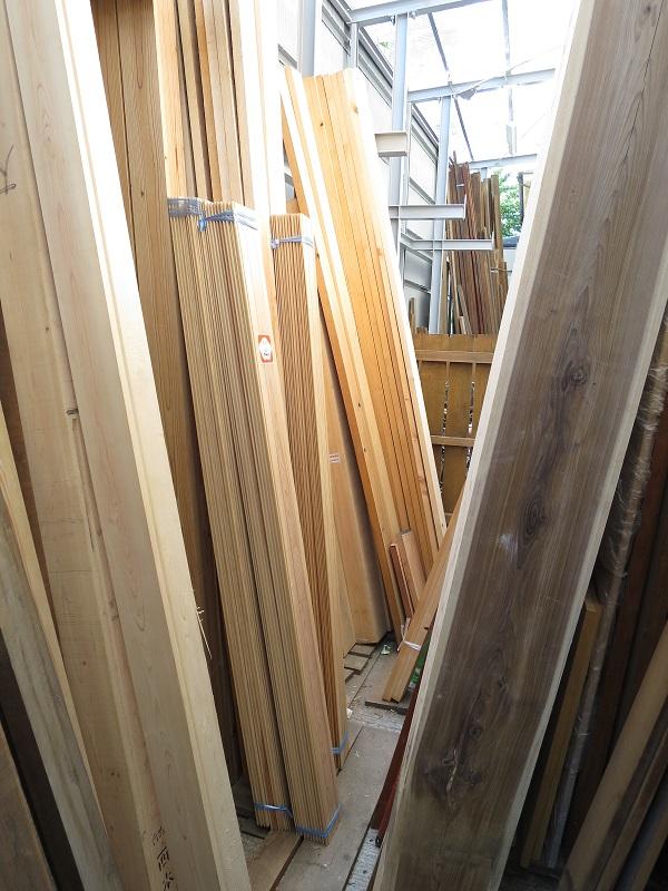 木材林場で材料探し