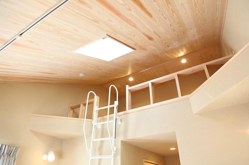 勾配天井で広い空間