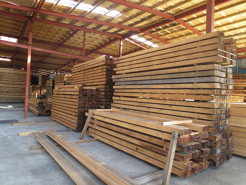 機械乾燥された後の杉の梁部材